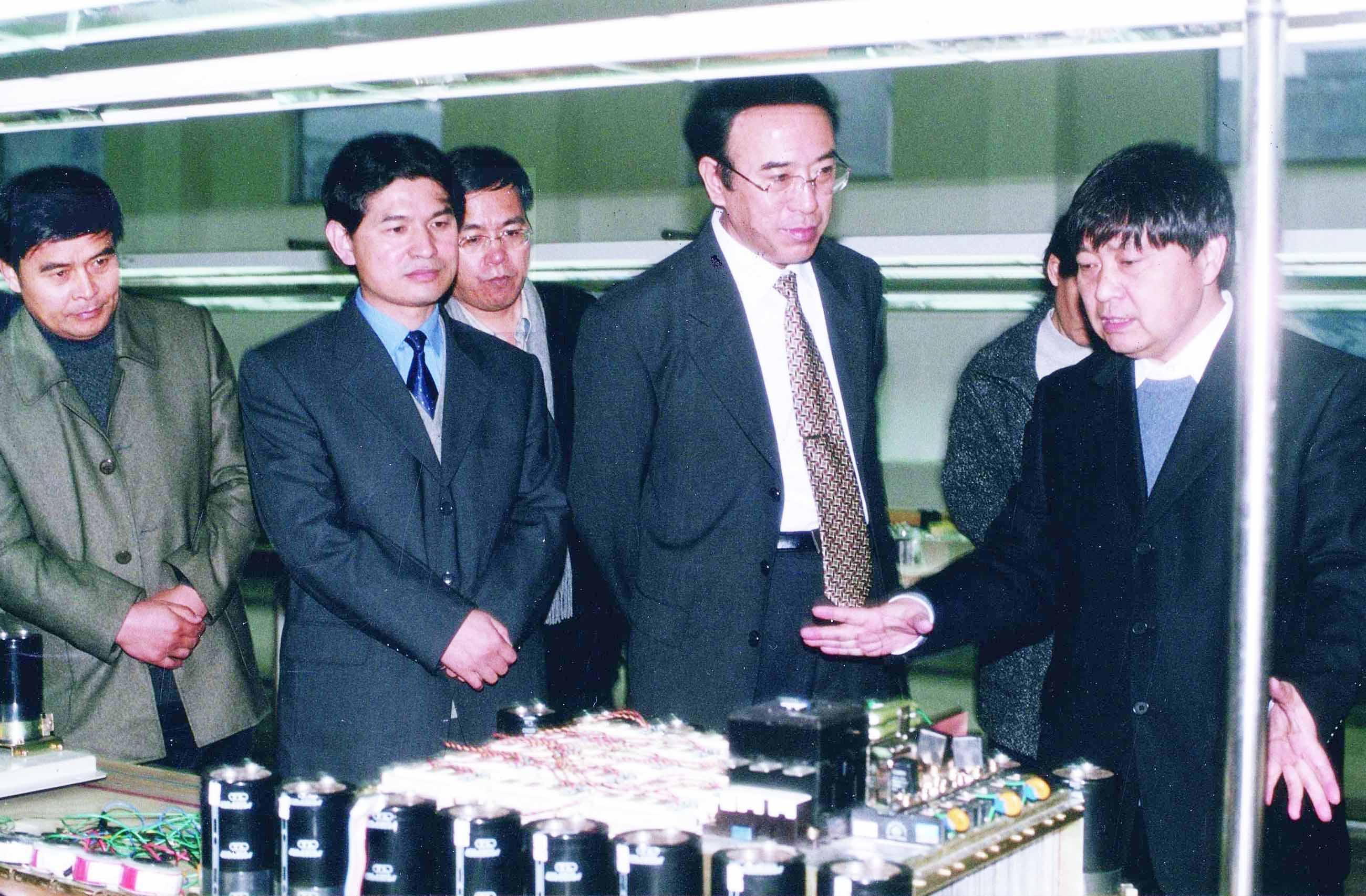 陪同國家知識產權局局長王景川考察森蘭變頻器生產線