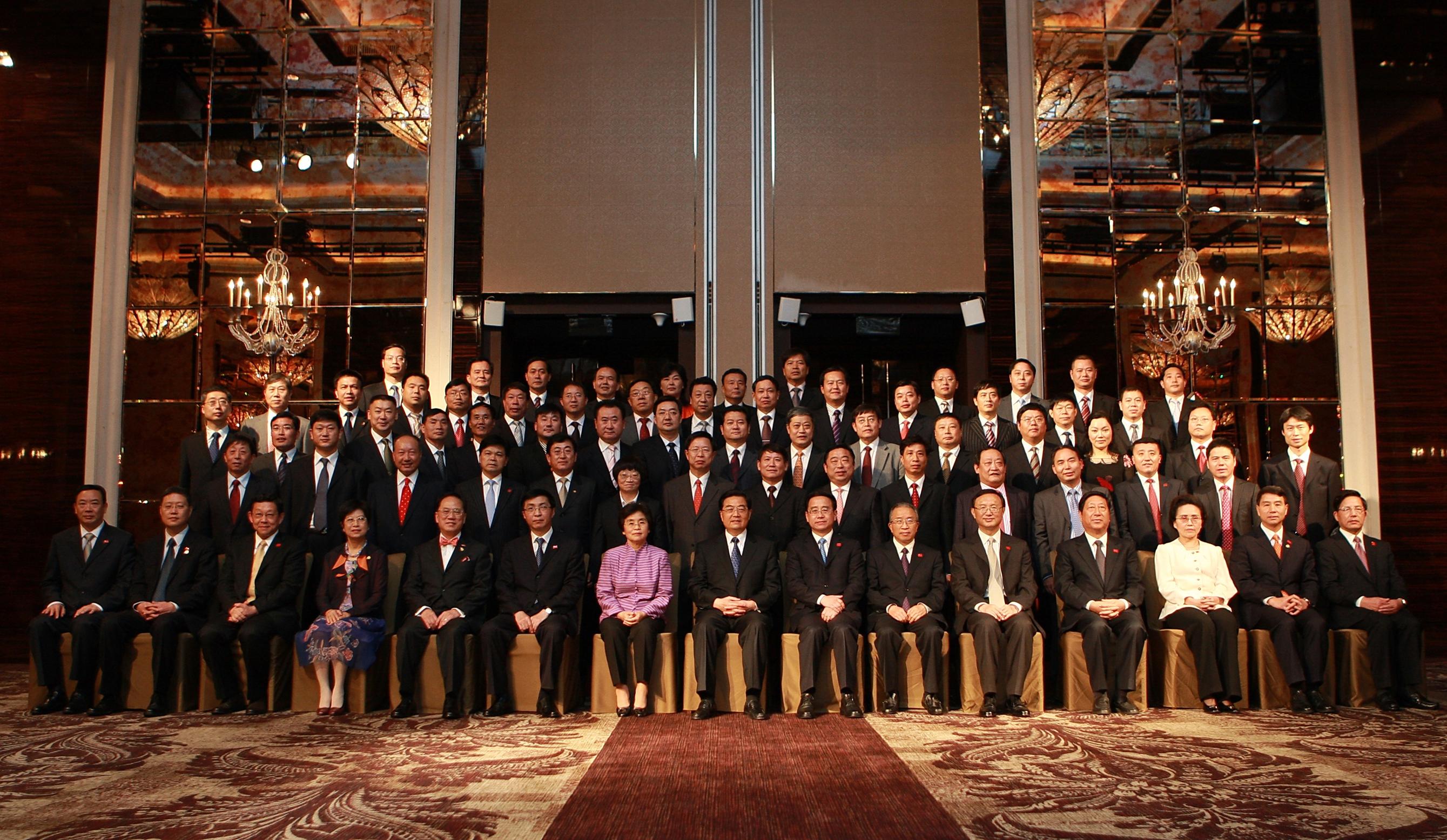 2009年APEC峰會陳斌總裁(第四排右三)與胡錦濤總書記合照