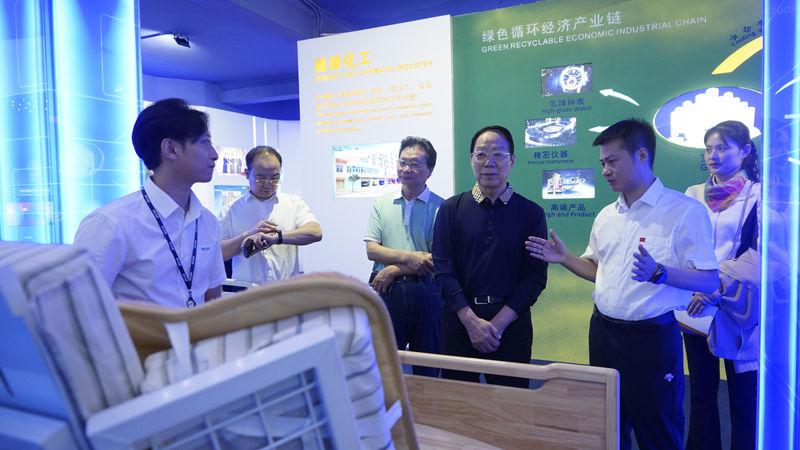 四川省關心下一代工作委員會副主任、秘書長杜江一行蒞臨集團調研
