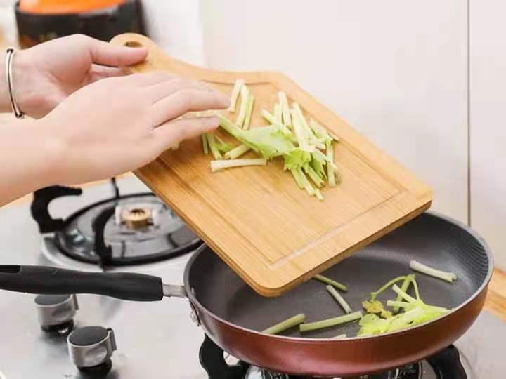 誰說廚房的菜板只能限于切菜?它的功能...