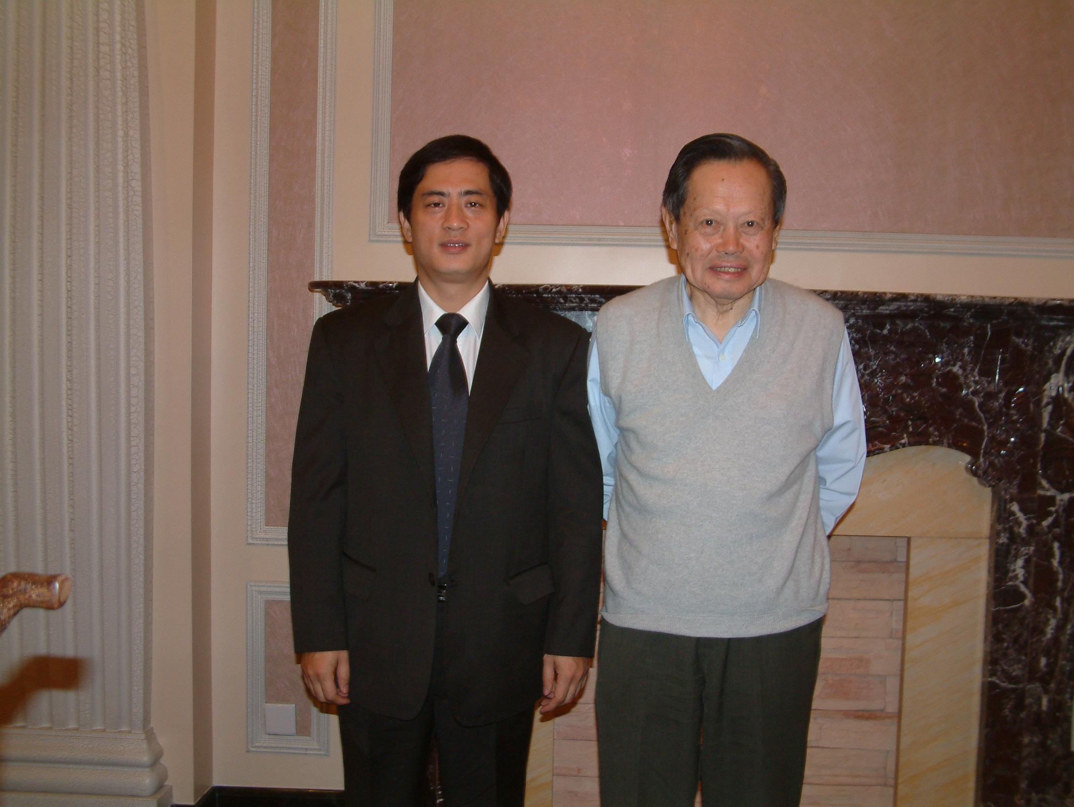 陳斌總裁與諾貝爾物理學獎得主楊振寧合影