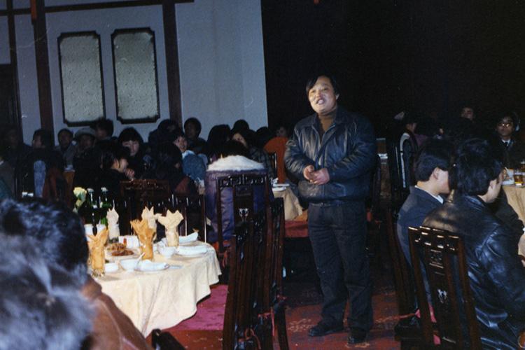 1992年底,張毓強在年夜飯上宣布進軍桐鄉