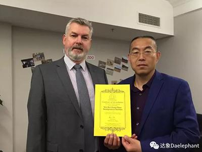 王加龍總經理與澳大利亞學校校長合影
