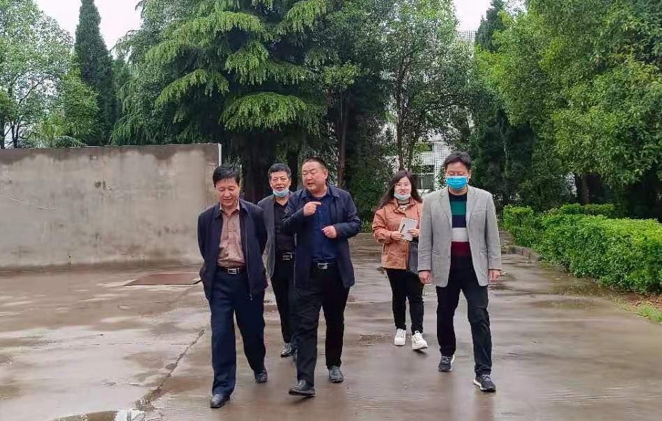 洛龍區人大副主任李武濤到惠中獸藥生產基地調研