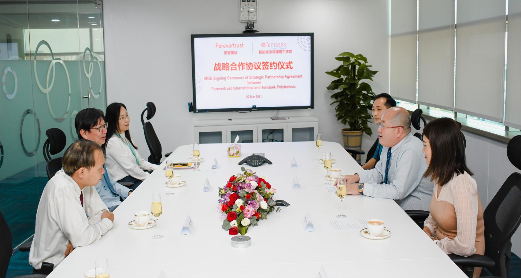 大陸希望集團海外事業部完成與新加坡淡馬錫理工學院的戰略合作伙伴框架協議的簽約。
