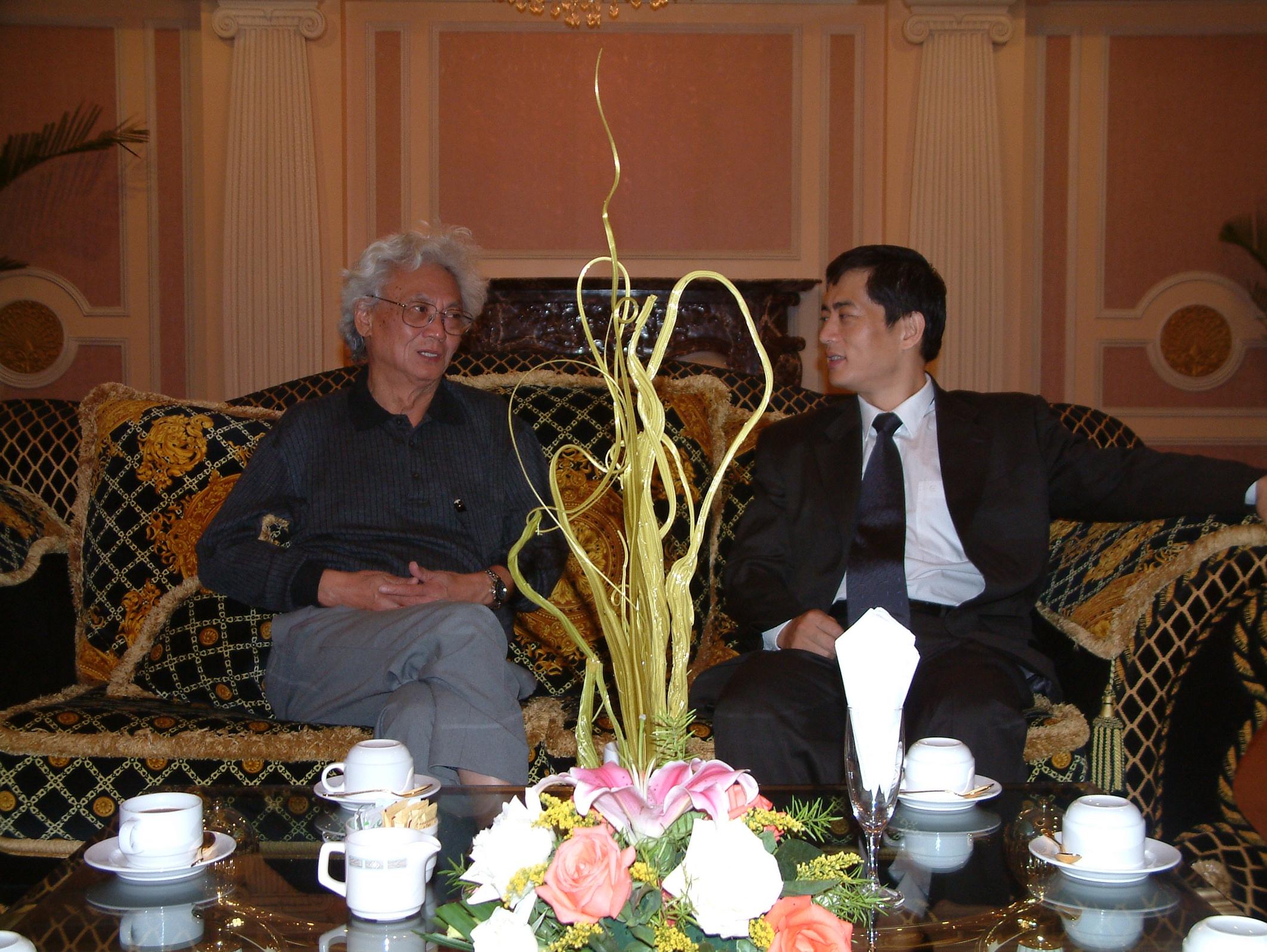 陳斌總裁與全球著名的華人經濟學家張五常先生會晤