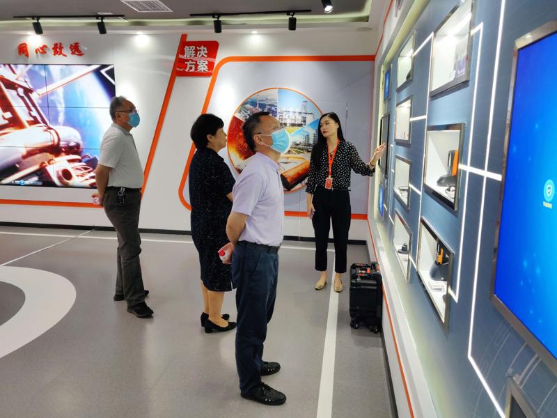 河南省建筑材料工業協會會長一行蒞臨恩普特參觀調研