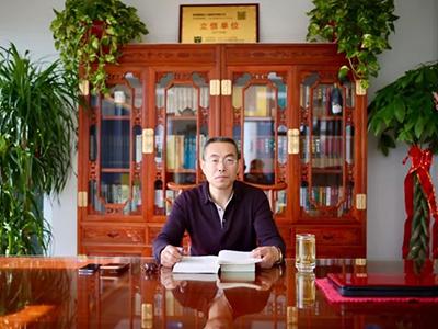 王加龍先生
