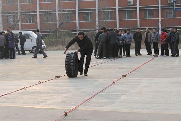 滾輪胎比賽